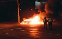 В центре Киева полностью сгорел Mitsubishi по неизвестным причинам (видео)