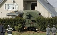 Военный грузовик врезался в жилой дом в Японии