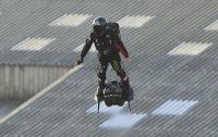 Французский летающий изобретатель успешно покорил Ла-Манш
