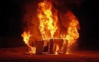 Возле Верховной Рады взорвался и загорелся Lexus (видео)