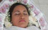 В Бразилии женщина устроила себе пышные похороны при жизни