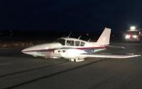 В США пилот сумел посадить самолет без шасси