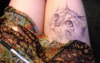 Школьница на уроках рисовала шедевры под юбкой (ФОТО)