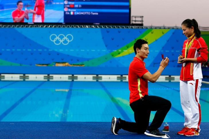 Китайский прыгун вводу сделал предложение собственной партнёрше посборной
