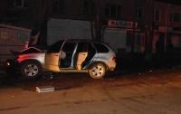 На Николаевщине авто влетело в остановку, есть погибший