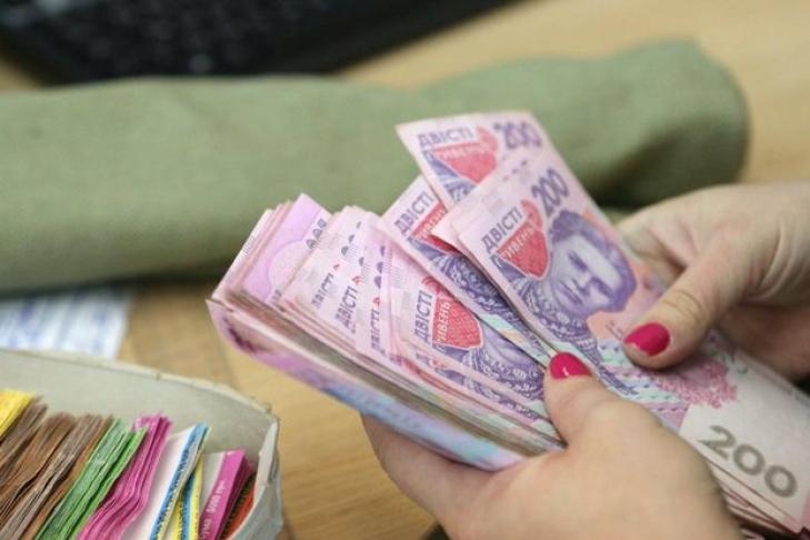 Премьер Украины озвучил размер средней заработной платы вгосударстве замарт