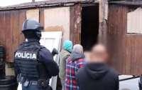 Полиция Словакии вызволили троих украинцев из трудового рабства (видео)