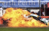Огненная авария в США: во время гонки взорвался автомобиль (видео)