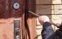 Орехов на 320 тысяч украли со склада в столице