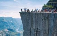 В Норвегии построят отель в скале над пропастью