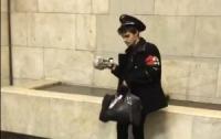 Соцсети повеселил паренек в метро (видео)