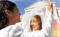 В Португалии легализованы однополые браки