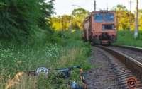 В Днепре поезд сбил коляску с ребенком: бабушка сбежала