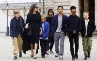 Няня детей Джоли рассказала о странных методах воспитания