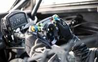 Bentley сделала руль для реальных и виртуальных гонок