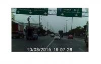 Мотоциклист погиб в Таиланде, сорвавшись с 15–метрового моста (видео)