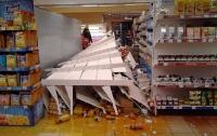 В киевском супермаркете на мужчину упал стеллаж с соками