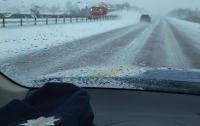 Движение автомобилей по трассе Ривне-Львов осложнено из-за снегопада