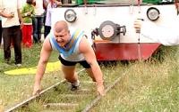 Силач из Прикарпатья 50 секунд тянул за собой 41 тонну