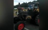 Немецкий болельщик едет на чемпионат мира на тракторе