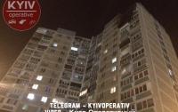 Сильный пожар тушили в жилом доме Киева (фото)