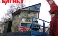 На станции метро «Черниговская» демонтирован 21 МАФ