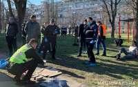 Вооруженные иностранцы ограбили киевлянина в центре города (видео)
