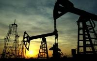 Нефть продолжает падать из-за США