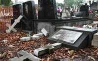 Вандал-рецидивист повредил надгробия под Запорожьем