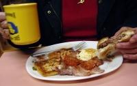 Ученые заявили о серьезной опасности позднего ужина