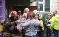 Горела квартира: В Киеве спасли четырех детей