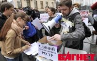 10 подростков пришли к Януковичу «протестовать» против биометрических паспортов (ФОТО)