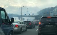 Дорогу заволокло дымом: на Почтовой в Киеве полыхает пожар