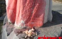 Вандалы осквернили памятник известному художнику Айвазовскому в Симферополе (ФОТО)