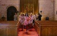 Танцы из 300 фильмов соединили в одном видео