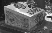 Во Львове вандалы осквернили могилу легендарного разведчика