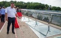 Защитную стеклопленку на мосту в Киеве могут заменить бронестеклом