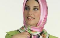 Переворот: турецкий премьер разрешил мусульманским девушкам носить на голове платки