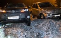 ДТП в Киеве: на Столичном шоссе не поделили дорогу внедорожники