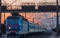 Пассажирский поезд сбил мужчину в Харьковской области