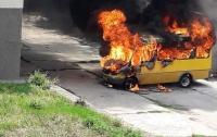 На стоянке взорвалась маршрутка (фото)