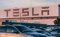 Tesla прекратила производство электромобилей Model S и X