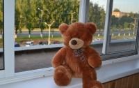 Из окна жилого дома во Львове выпал трехлетний ребенок