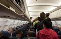 Популярные лоукосты поплатились за новые правила перевозки багажа