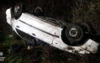 На шоссе в Одесской области перевернулась машина: водитель погиб
