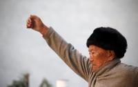 При попытке покорить Эверест погиб 85-летний альпинист