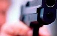 Молодой девушке в центре Киева прострелили руку (видео)