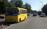 В Харькове автобус со школьниками попал в ДТП