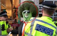 Человека-брокколи арестовали в Лондоне