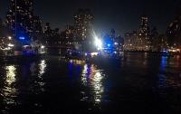 В Нью-Йорке разбился туристический вертолет